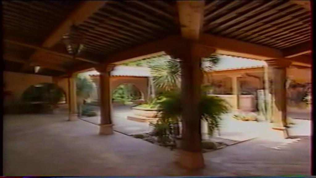 PROPRIETE OU A RESIDE JOHNNY HALLYDAY ( 2/10 ) 'LA LORADA' ( 1990-2000 ) 6410