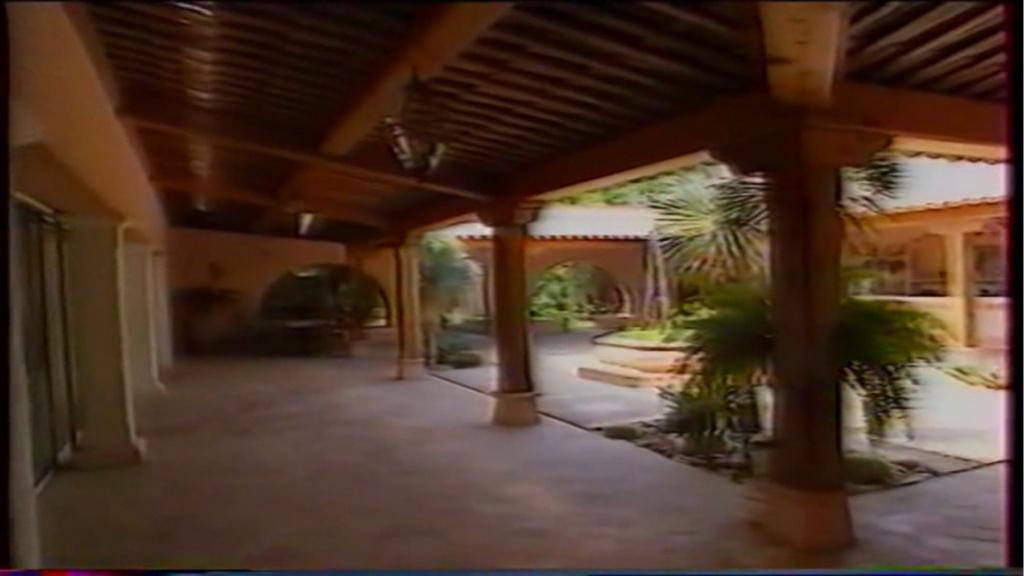 PROPRIETE OU A RESIDE JOHNNY HALLYDAY ( 2/10 ) 'LA LORADA' ( 1990-2000 ) 7310