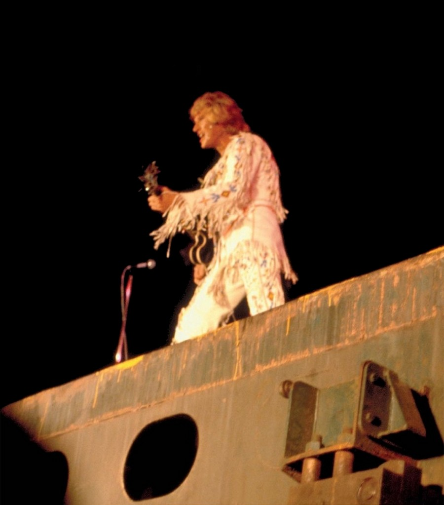 LES CONCERTS DE JOHNNY 'PORTE-AVIONS ''FOCH'', TOULON 1979' 79_fch12