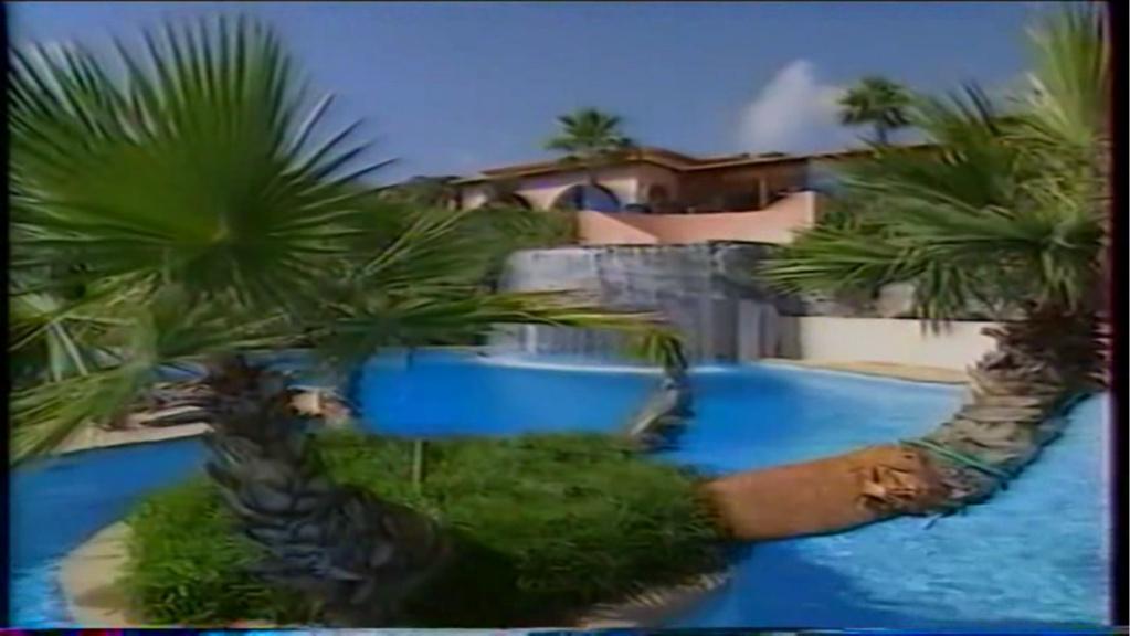 PROPRIETE OU A RESIDE JOHNNY HALLYDAY ( 2/10 ) 'LA LORADA' ( 1990-2000 ) 8010