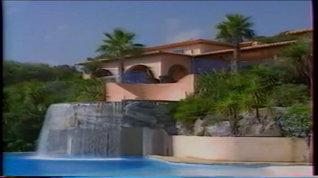 PROPRIETE OU A RESIDE JOHNNY HALLYDAY ( 2/10 ) 'LA LORADA' ( 1990-2000 ) 8210
