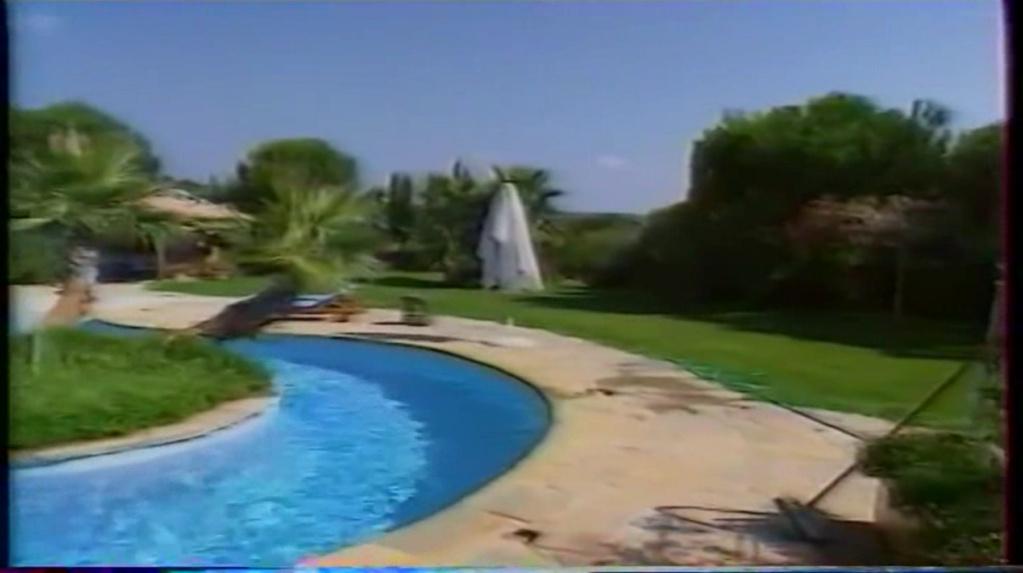 PROPRIETE OU A RESIDE JOHNNY HALLYDAY ( 2/10 ) 'LA LORADA' ( 1990-2000 ) 8311