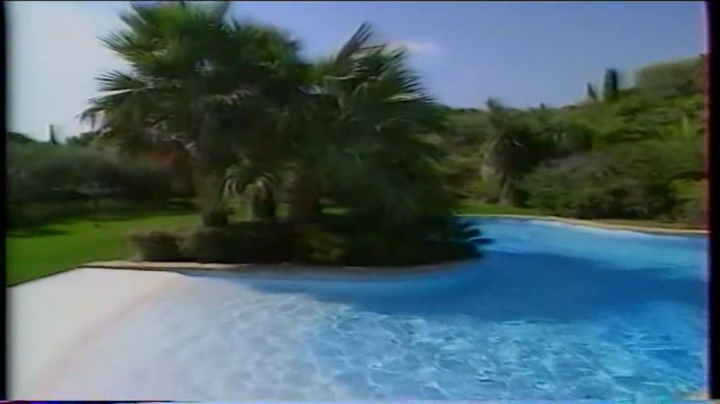 PROPRIETE OU A RESIDE JOHNNY HALLYDAY ( 2/10 ) 'LA LORADA' ( 1990-2000 ) 8810