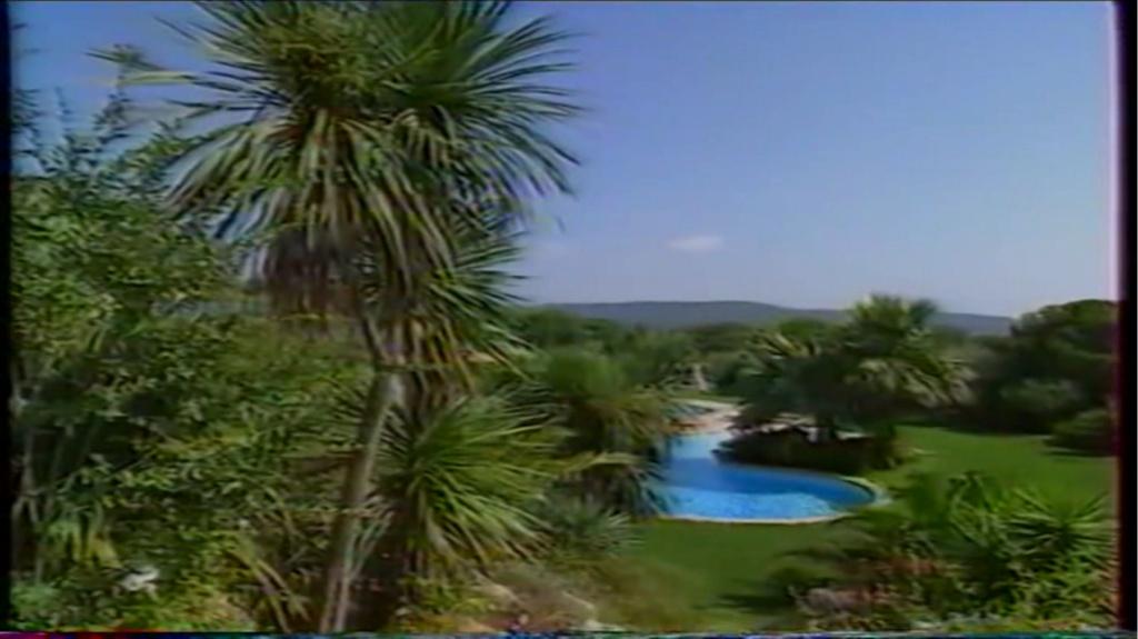 PROPRIETE OU A RESIDE JOHNNY HALLYDAY ( 2/10 ) 'LA LORADA' ( 1990-2000 ) 8910