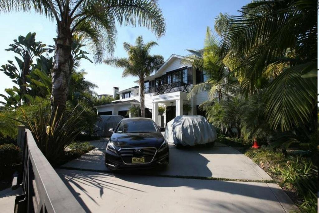 PROPRIETE OU A RESIDE JOHNNY HALLYDAY ( 4/10 ) 'LOS ANGELES' ( 2010-2021 ) 8af5c010