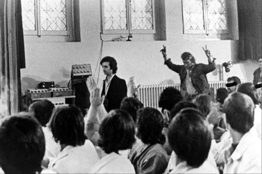 LES CONCERTS DE JOHNNY 'PRISON DE BOCHUZ, SUISSE 1974' 8c8wpc10