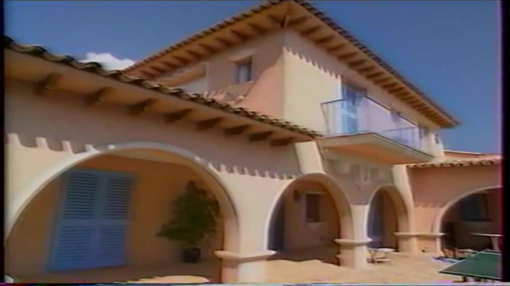 PROPRIETE OU A RESIDE JOHNNY HALLYDAY ( 2/10 ) 'LA LORADA' ( 1990-2000 ) 9210