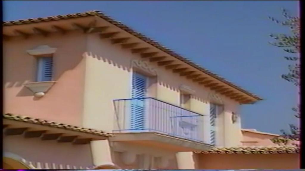 PROPRIETE OU A RESIDE JOHNNY HALLYDAY ( 2/10 ) 'LA LORADA' ( 1990-2000 ) 9310