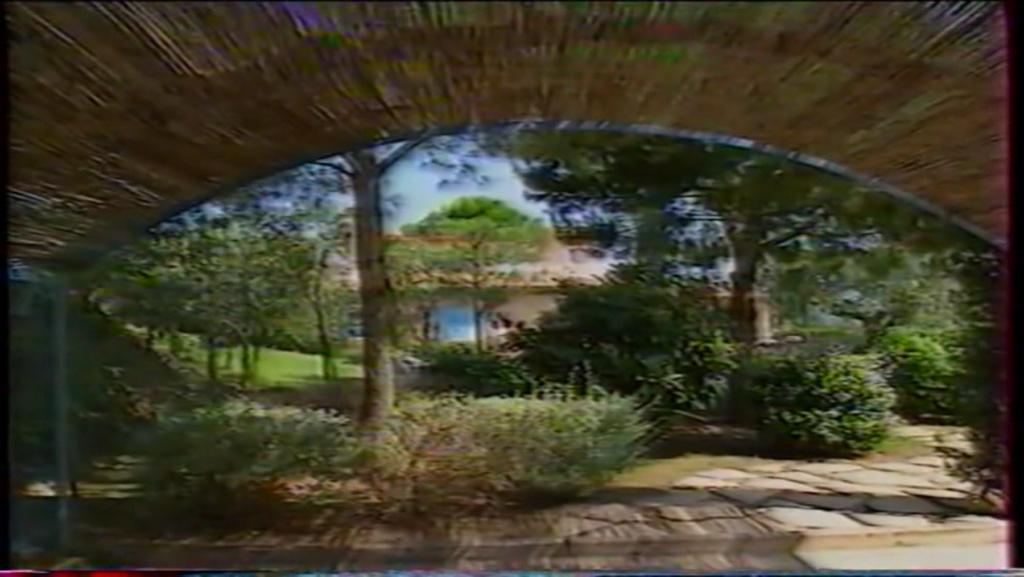 PROPRIETE OU A RESIDE JOHNNY HALLYDAY ( 2/10 ) 'LA LORADA' ( 1990-2000 ) 9810