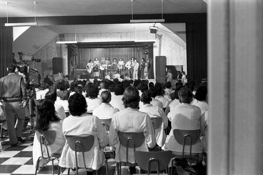 LES CONCERTS DE JOHNNY 'PRISON DE BOCHUZ, SUISSE 1974' Captu262