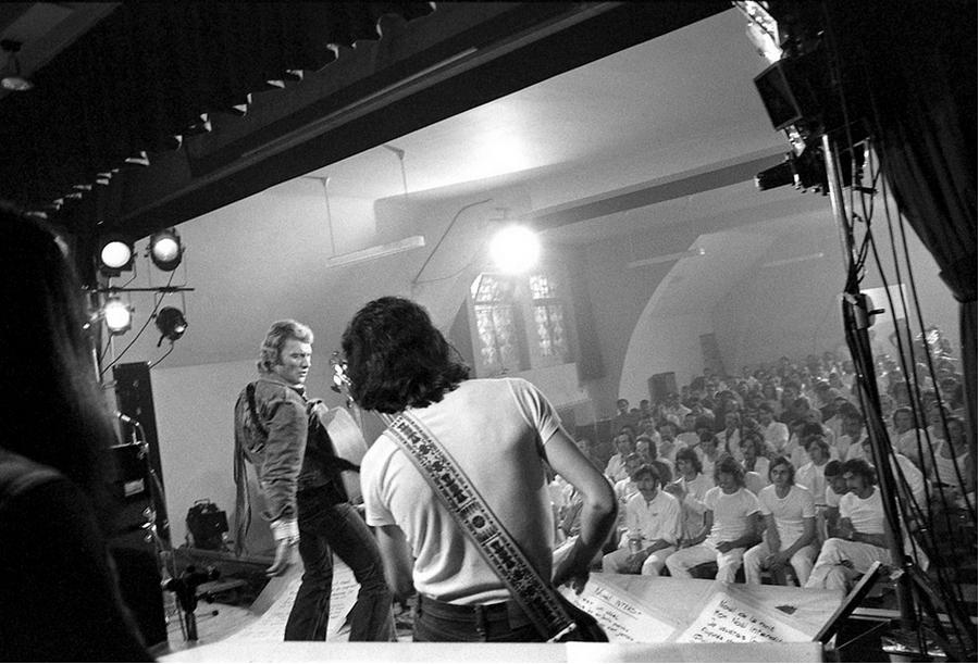 LES CONCERTS DE JOHNNY 'PRISON DE BOCHUZ, SUISSE 1974' Captu265
