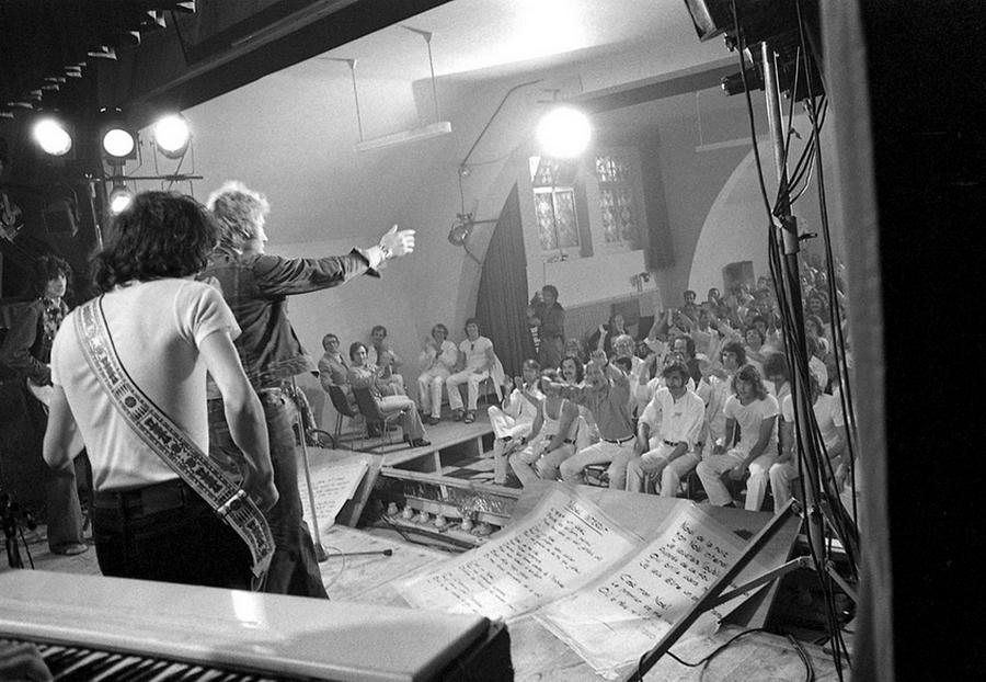 LES CONCERTS DE JOHNNY 'PRISON DE BOCHUZ, SUISSE 1974' Captu267