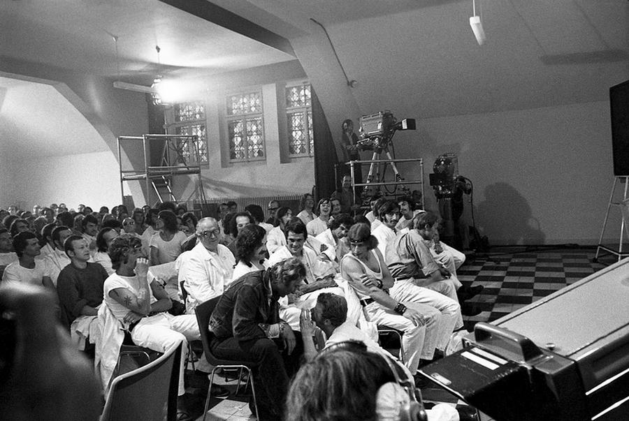 LES CONCERTS DE JOHNNY 'PRISON DE BOCHUZ, SUISSE 1974' Captu269