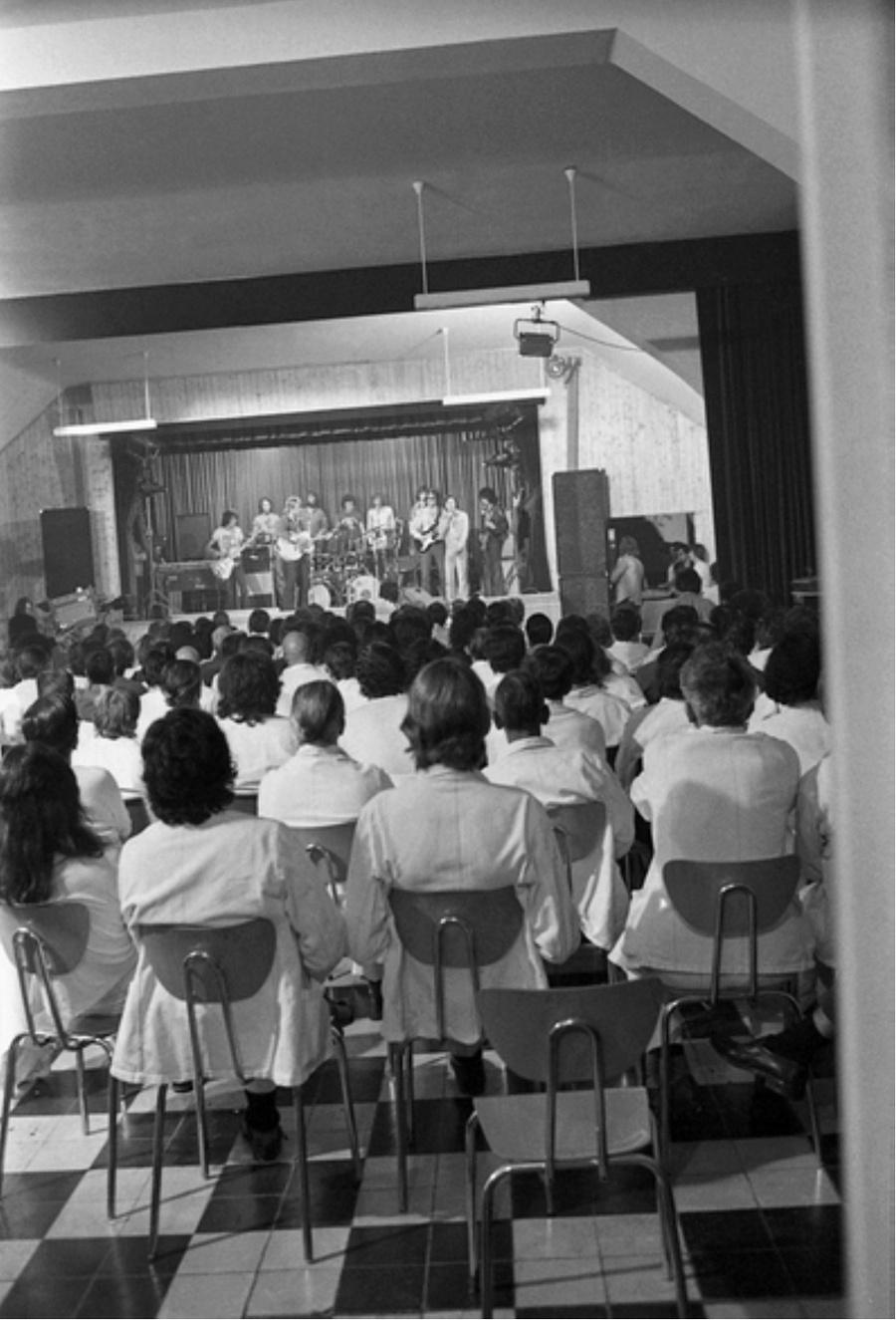 LES CONCERTS DE JOHNNY 'PRISON DE BOCHUZ, SUISSE 1974' Captur95