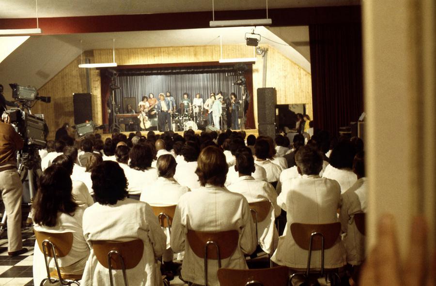 LES CONCERTS DE JOHNNY 'PRISON DE BOCHUZ, SUISSE 1974' Captur96