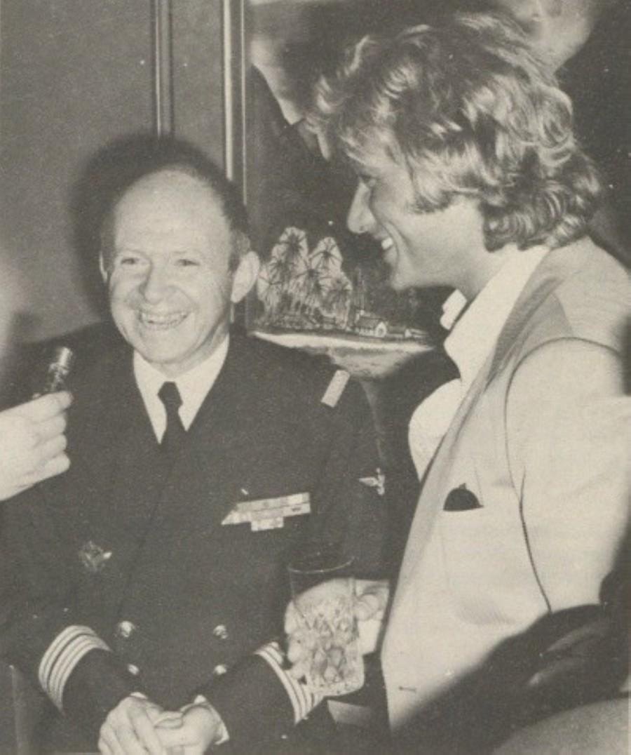 LES CONCERTS DE JOHNNY 'PORTE-AVIONS ''FOCH'', TOULON 1979' Foch_210