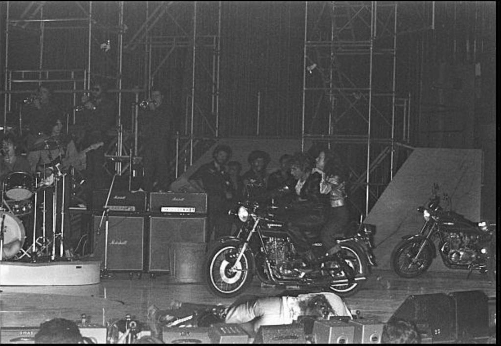KAWASAKI Z 400 DE JOHNNY HALLYDAY ( 1975 ) Gettyi33
