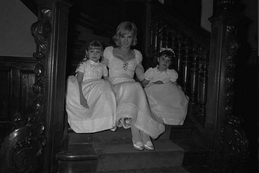 PROPRIETE OU A RESIDE JOHNNY HALLYDAY ( 1/10 ) 'LOCONVILLE' ( 1963-1979 ) Gettyi47