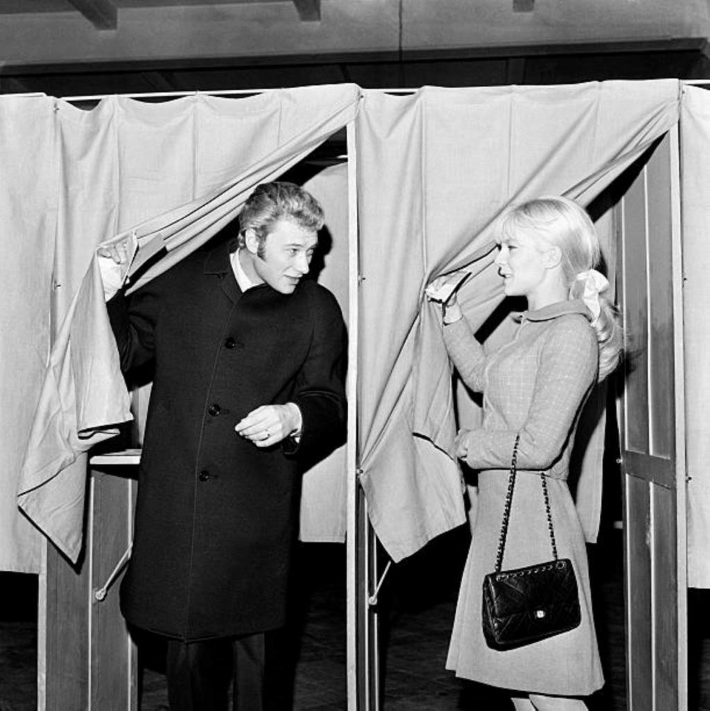 PROPRIETE OU A RESIDE JOHNNY HALLYDAY ( 3/10 ) 'NEUILLY SUR SEINE' ( 1965 ) Gettyi55