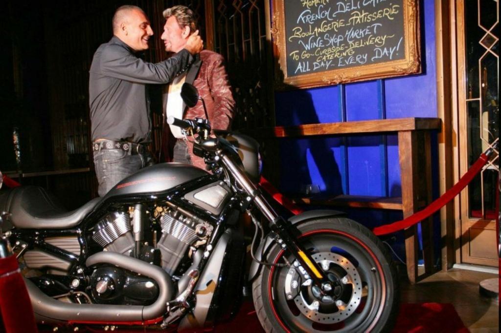HARLEY-DAVIDSON VRSCDX NIGHT ROD DE JOHNNY HALLYDAY ( 2007 ) Harley16