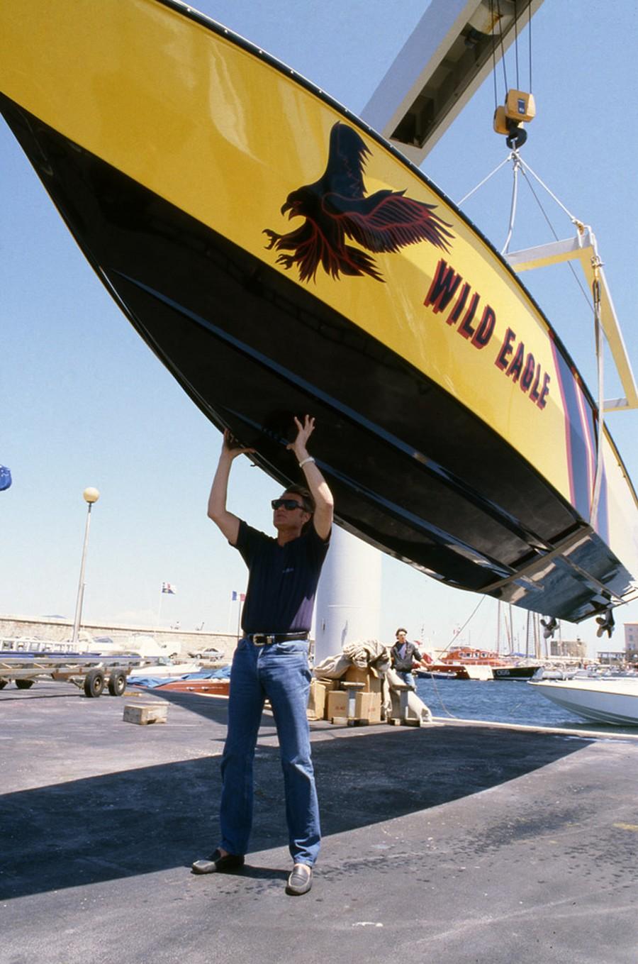 LES BATEAUX DE JOHNNY HALLYDAY 'WILD EAGLE' ( 1989 ) Jh002w10