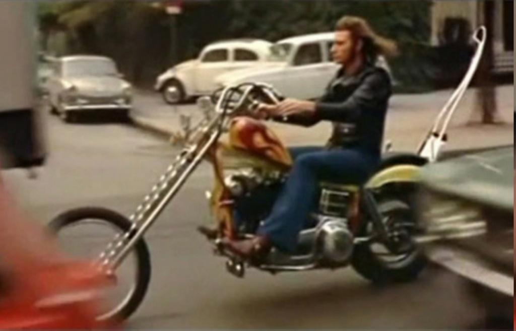 CHOPPER ( MOTEUR HARLEY SHOVELHEAD ) DE JOHNNY HALLYDAY ( 1971 ) Johnny94