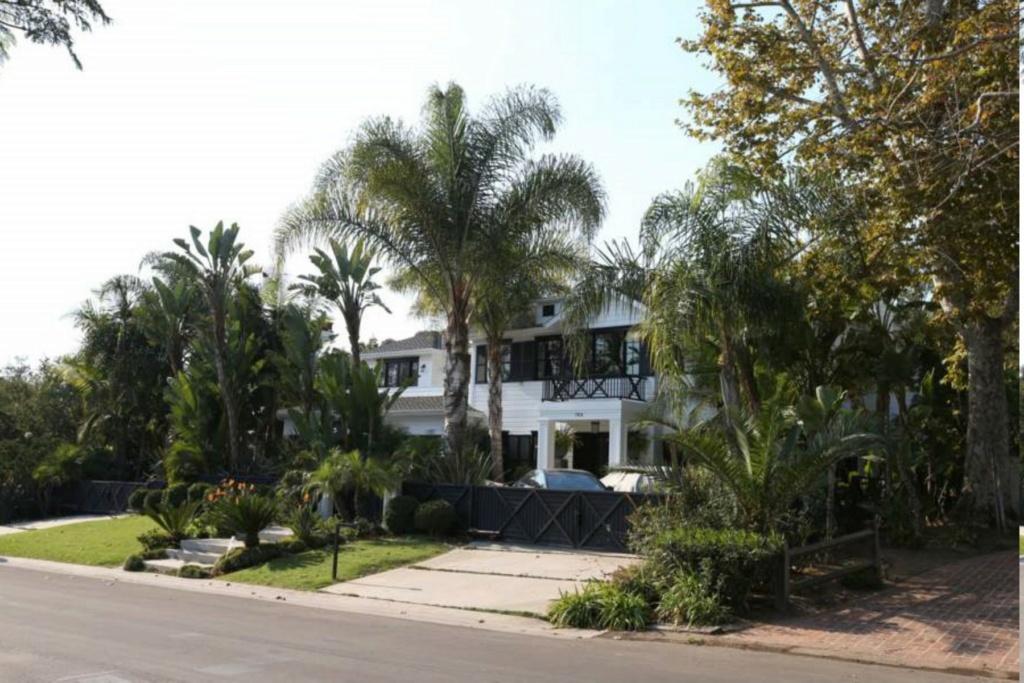 PROPRIETE OU A RESIDE JOHNNY HALLYDAY ( 4/10 ) 'LOS ANGELES' ( 2010-2021 ) La-vil10