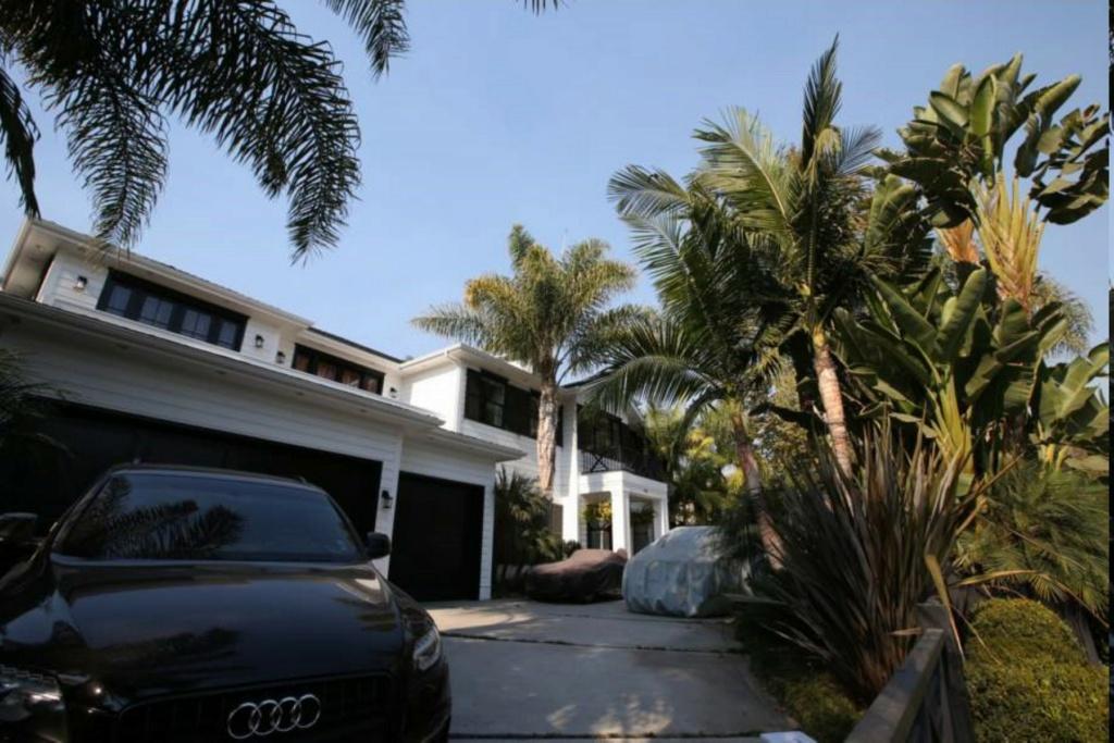 PROPRIETE OU A RESIDE JOHNNY HALLYDAY ( 4/10 ) 'LOS ANGELES' ( 2010-2021 ) La-vil11
