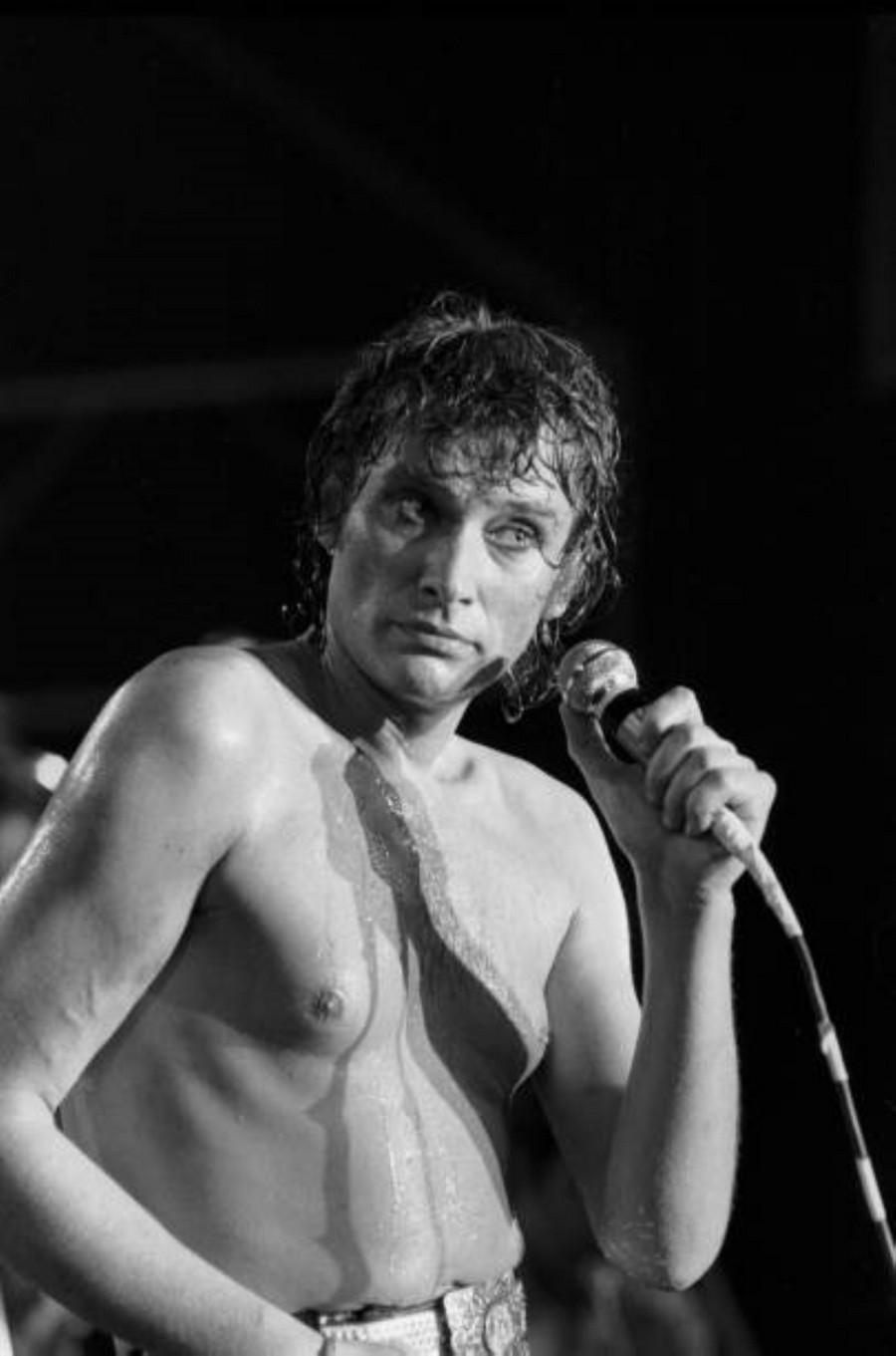 LES CONCERTS DE JOHNNY 'PALAIS DES SPORTS DE PARIS 1976' La_der12