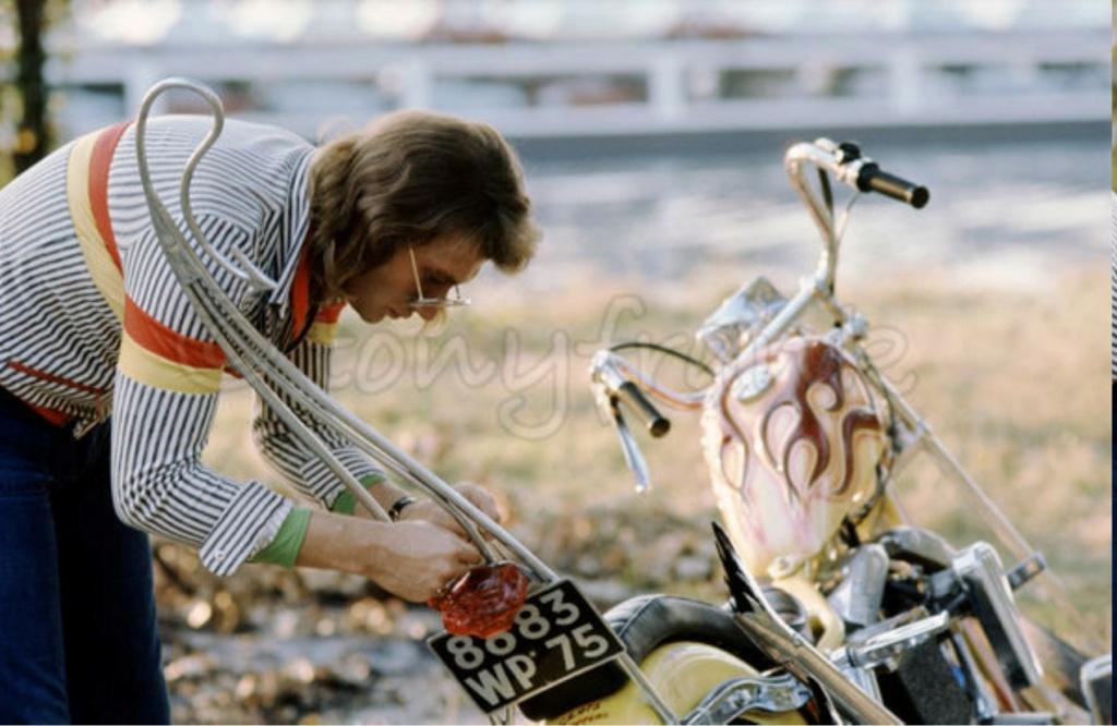 CHOPPER ( MOTEUR HARLEY SHOVELHEAD ) DE JOHNNY HALLYDAY ( 1971 ) Pict_m21