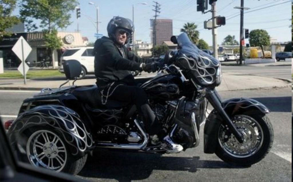 HARLEY DAVIDSON STREET GLIDE TRIKE DE JOHNNY HALLYDAY ( 2010 ) Rides-11