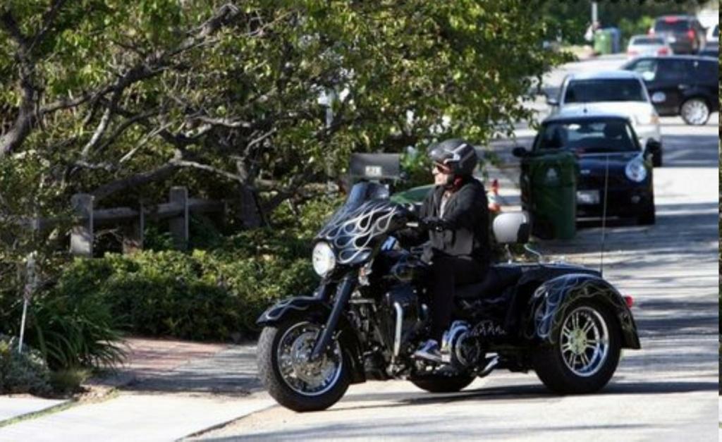 HARLEY DAVIDSON STREET GLIDE TRIKE DE JOHNNY HALLYDAY ( 2010 ) Rides-13