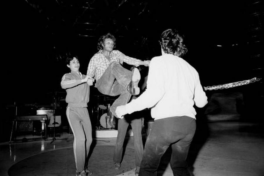 LES CONCERTS DE JOHNNY 'PALAIS DES SPORTS DE PARIS 1976' Rzopzo12
