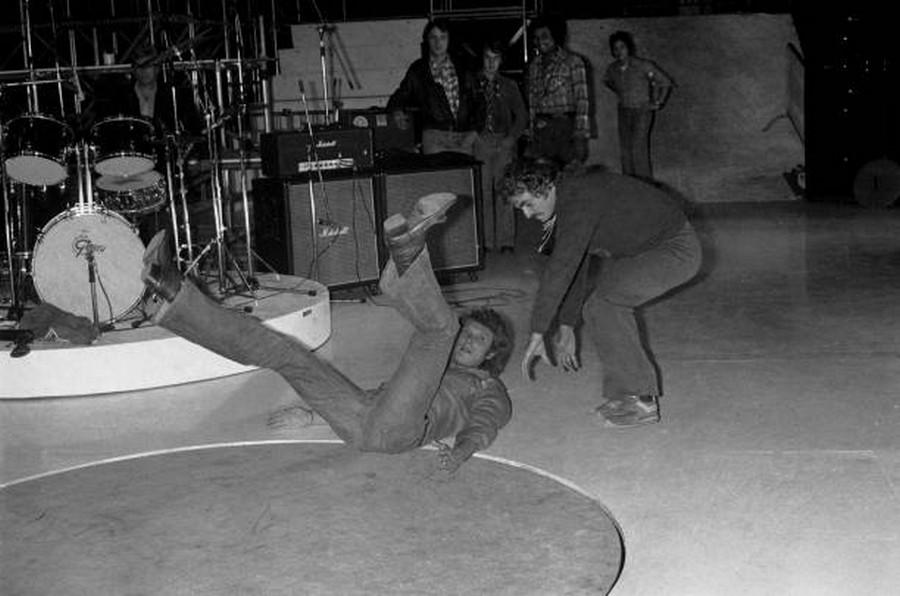 LES CONCERTS DE JOHNNY 'PALAIS DES SPORTS DE PARIS 1976' Rzopzo13