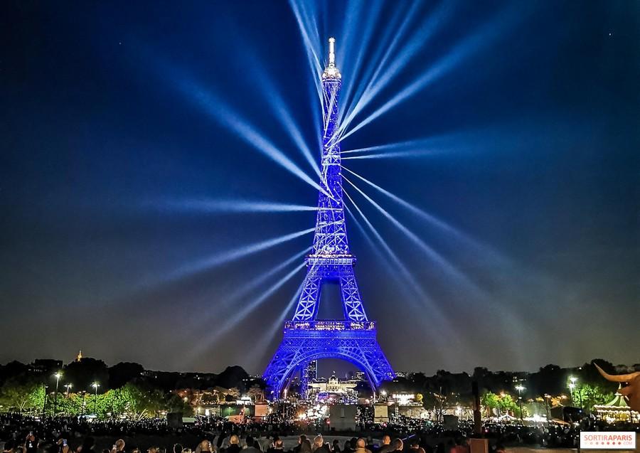 LES CONCERTS DE JOHNNY 'LA TOUR EIFFEL, PARIS 2011' Sans2086