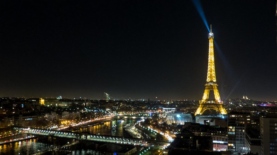 LES CONCERTS DE JOHNNY 'LA TOUR EIFFEL, PARIS 2011' Sans2087