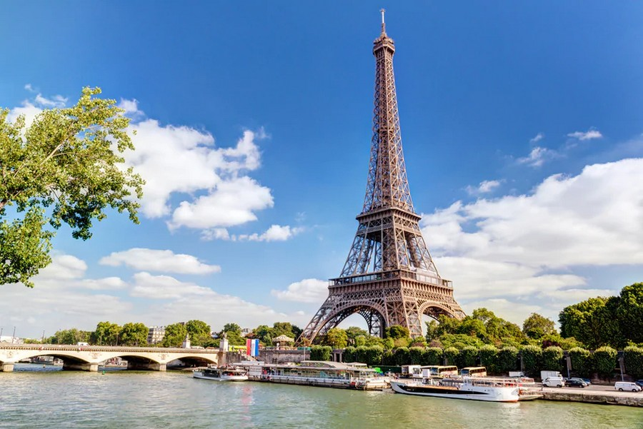 LES CONCERTS DE JOHNNY 'LA TOUR EIFFEL, PARIS 2011' Sans2088