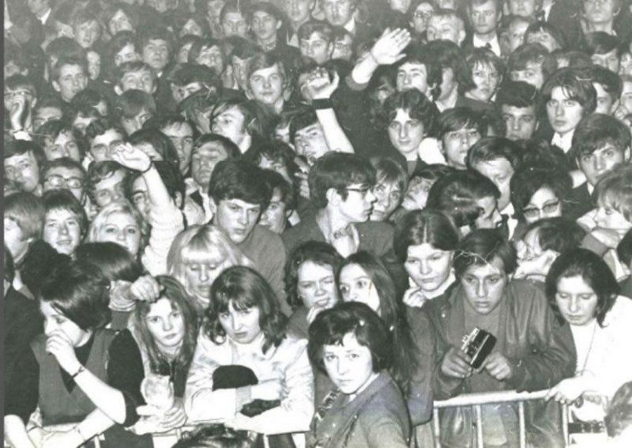 photos ou articles du concert de Johnny a Bruay en Artois le 16 mars 1970 Sans2112