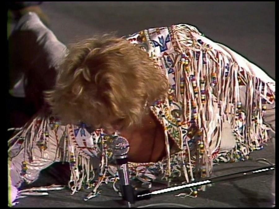 LES CONCERTS DE JOHNNY 'PORTE-AVIONS ''FOCH'', TOULON 1979' Sans_385