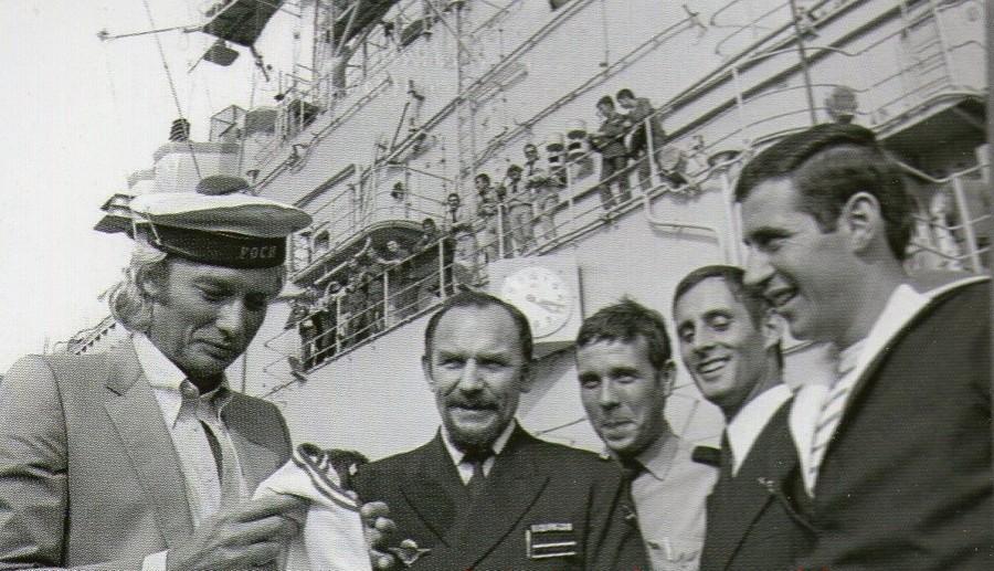 LES CONCERTS DE JOHNNY 'PORTE-AVIONS ''FOCH'', TOULON 1979' Sans_405