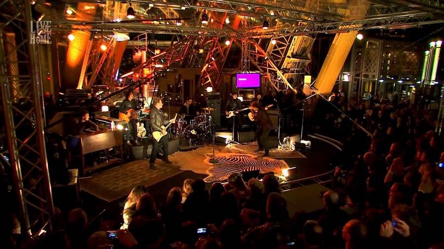LES CONCERTS DE JOHNNY 'LA TOUR EIFFEL, PARIS 2011' Sans_681