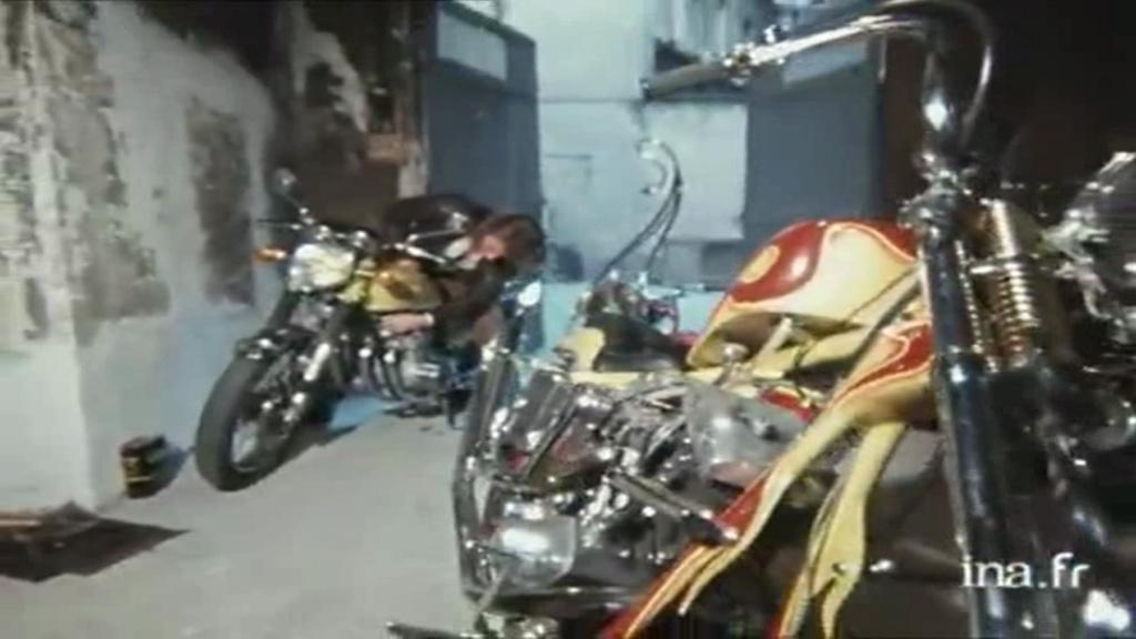 CHOPPER ( MOTEUR HARLEY SHOVELHEAD ) DE JOHNNY HALLYDAY ( 1971 ) Vlcsn375