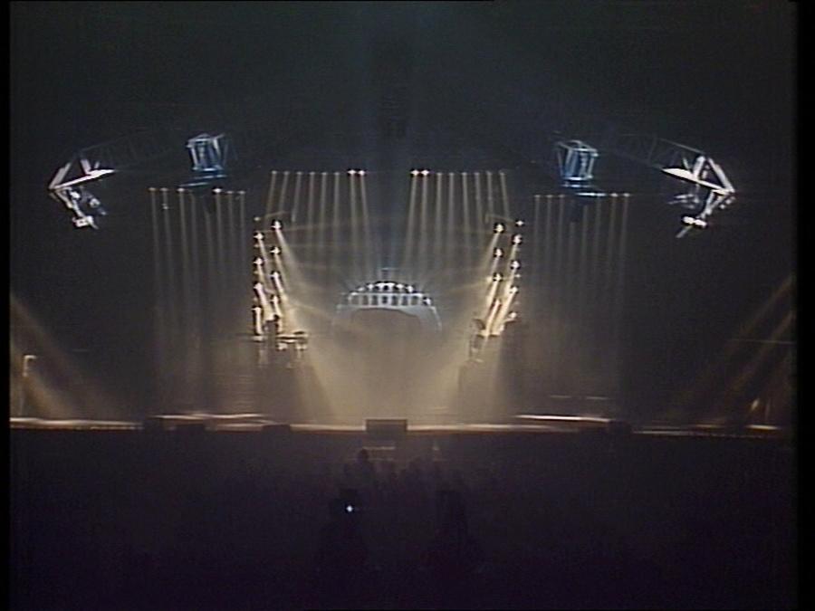 LES CONCERTS DE JOHNNY 'LE ZENITH DE PARIS 1984' Vlcsn400