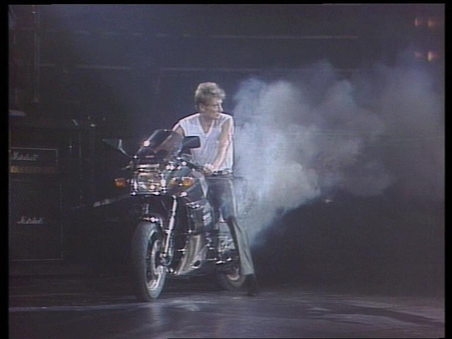 LES CONCERTS DE JOHNNY 'LE ZENITH DE PARIS 1984' Vlcsn418