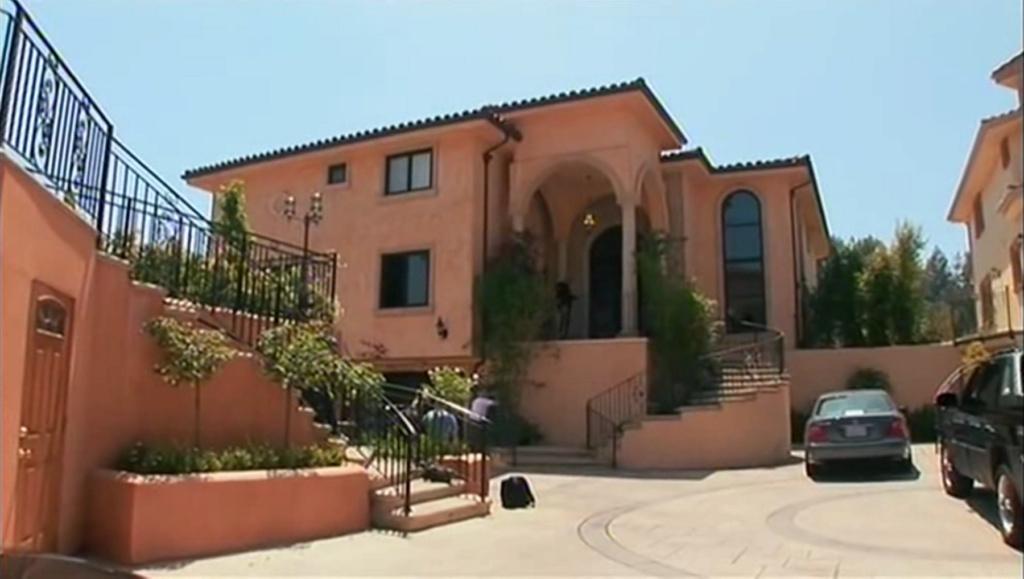 PROPRIETE OU A RESIDE JOHNNY HALLYDAY ( 7/10 ) 'BEVERLY GLEN, LOS ANGELES'( 2007 Vlcsn561