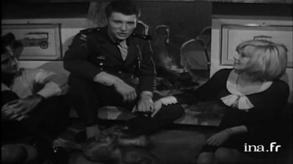 PROPRIETE OU A RESIDE JOHNNY HALLYDAY 'GROSROUVRE ( 1963-1965 ) Vlcsn643