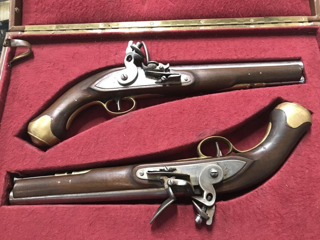Paire de Pistolets de bords britaniques (reproduction) B95aa810