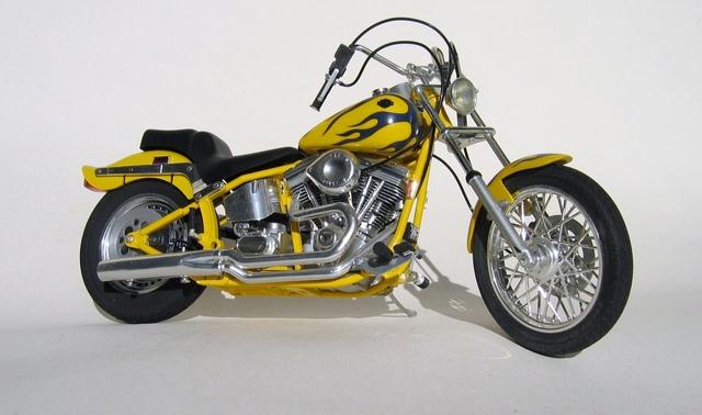 Harley Softail Custom au 1/9 Harley10