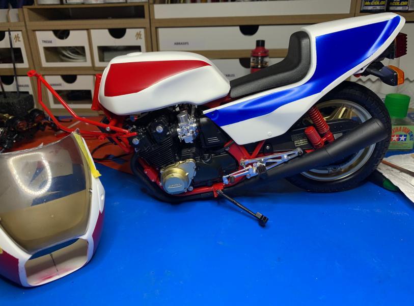 Honda CB 1100R Tamiya 1/6 - Page 4 Mini1007