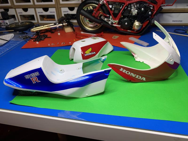 Honda CB 1100R Tamiya 1/6 - Page 4 Mini1012